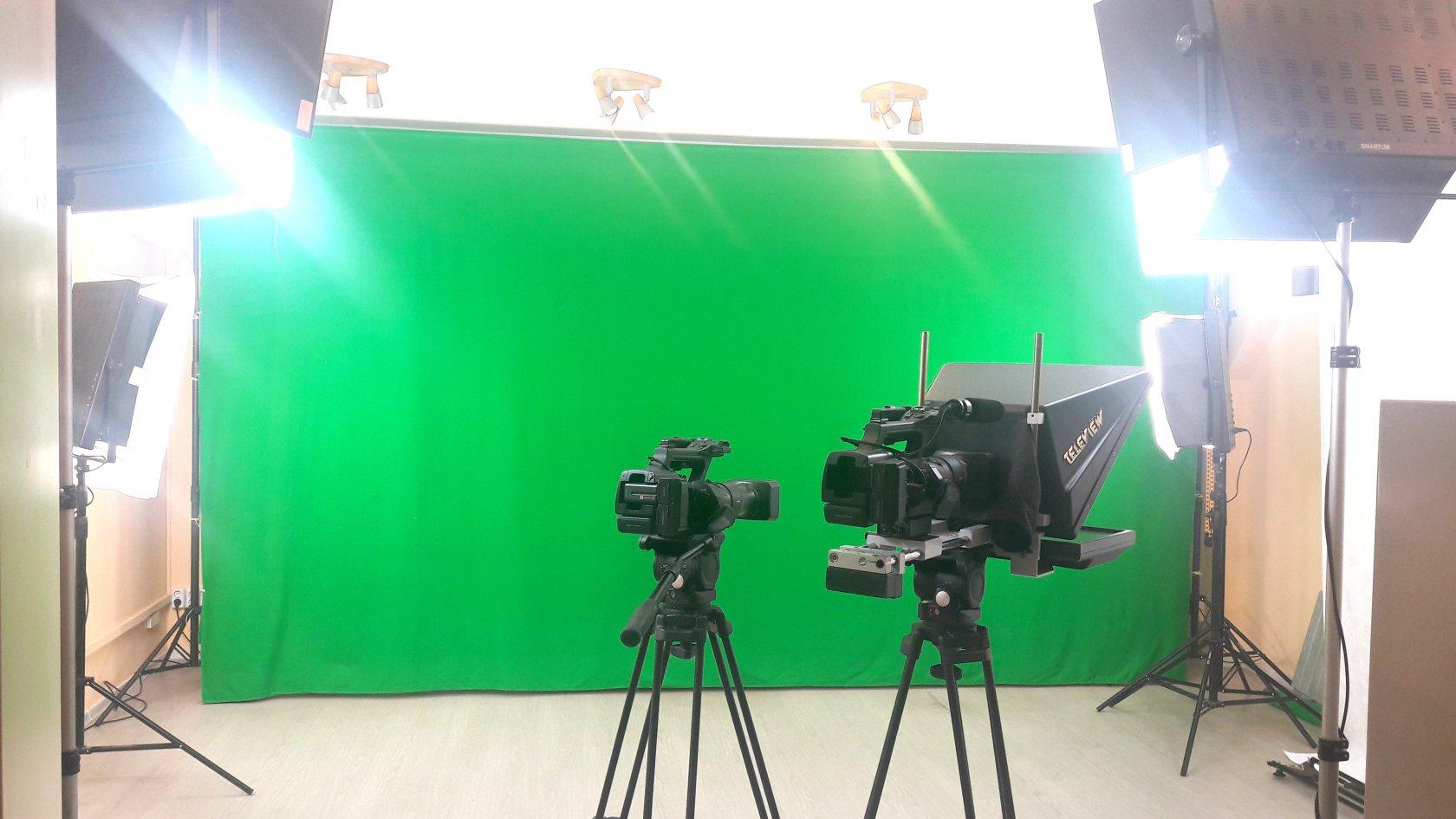 снять фотостудию со студийным зеленым фоном нас меде психиатрию